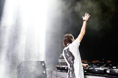 Alesso (瑞典DJ和电子舞蹈音乐生产商)执行在小谎节日 库存图片