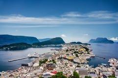 Alesund晴朗的全景,挪威 免版税库存图片