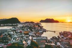Alesund miasto w Norwegia zmierzchu widok z lotu ptaka Obraz Stock