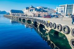 ALESUND NORWEGIA, KWIECIEŃ, - 04, 2018: Piękny plenerowy widok Alesund portu miasteczko na zachodnim wybrzeżu Norwegia, przy Fotografia Stock