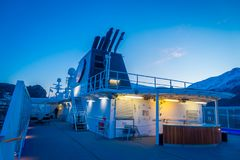 ALESUND NORWEGIA, KWIECIEŃ, - 04, 2018: Plenerowy widok Hurtigruten podróż w rejsie wzdłuż norwegu wybrzeża Zdjęcia Stock