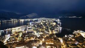 Alesund, Norwegia przy nocą Fotografia Royalty Free