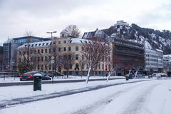 Alesund-Stadtzentrum morgens in der Wintersaison Stockbild