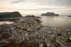 Alesund, ville principale d'expédition du Sunnmøre distric Photographie stock libre de droits