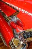Aleta vermelha de Cadillac legendário Cupê de Ville fotografia de stock