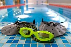 Aletas e óculos de proteção Fotografia de Stock Royalty Free