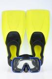 Aletas e máscara amarelas para o mergulho Foto de Stock