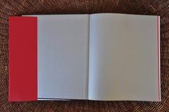 Aletas vazias do fundo e da sobrecapa do papel das páginas do livro foto de stock royalty free