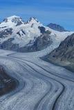 Aletch a geleira a mais longa nos cumes imagem de stock