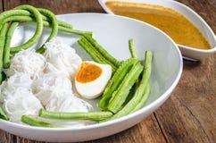 A aletria do arroz é macarronetes finos feitos do arroz e é um formulário de macarronetes de arroz Foto de Stock