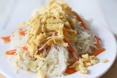 Aletria fritada, alimento chinês do tradtional foto de stock royalty free