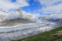 Aletsch glaciär i fjällängarna fotografering för bildbyråer