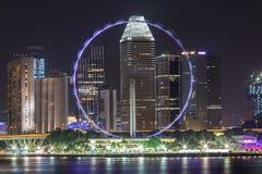 Aletta di filatoio di Singapore alla notte ed alla bella illuminazione immagine stock libera da diritti