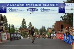 Alex Dowsett prenant la victoire d'étape finale Photos stock
