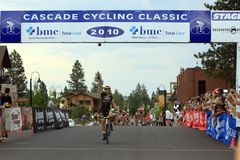 Alex Dowsett taking the final stage win Stock Photos
