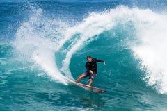 Alex Gray die van Californië bij van de Muur surft Stock Afbeeldingen