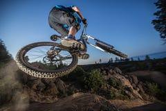 Alex Grediagin em Lair Jump Park na curvatura, Oregon Fotografia de Stock Royalty Free