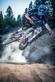 Alex Grediagin en Lair Jump Park en la curva, Oregon Foto de archivo libre de regalías