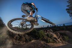 Alex Grediagin przy Lair skoku parkiem w chyle, Oregon Fotografia Royalty Free