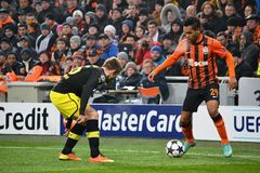 Alex Teixeira i handling i en match mot Borussia Dortmund Royaltyfria Bilder