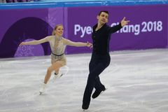 Alexa Scimeca Knierim und Chris Knierim der Vereinigten Staaten führen im Team Event Pair Skating Short-Programm durch lizenzfreie stockfotografie