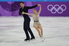 Alexa Scimeca Knierim und Chris Knierim der Vereinigten Staaten führen im Team Event Pair Skating Short-Programm durch Lizenzfreies Stockbild