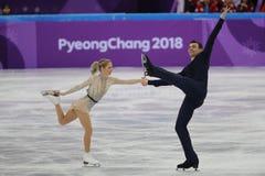 Alexa Scimeca Knierim y Chris Knierim de los Estados Unidos se realizan en el programa de Team Event Pair Skating Short Imagen de archivo