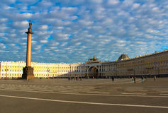 Alexander Column al quadrato del palazzo Fotografie Stock Libere da Diritti