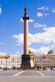 Alexander Column bij Paleisvierkant in St. Petersburg. Royalty-vrije Stock Afbeeldingen