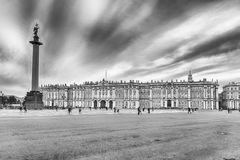 Alexander Column e palazzo di inverno a St Petersburg, Russia Fotografia Stock Libera da Diritti