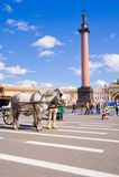 Alexander Column en el cuadrado del palacio en St Petersburg. Fotografía de archivo libre de regalías