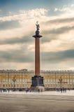 Alexander Column en el cuadrado del palacio, St Petersburg, Rusia Fotografía de archivo libre de regalías