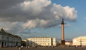 Alexander Column in Heilige Petersburg Stock Fotografie
