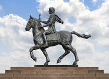 Alexander The Great en caballo sobre el cielo azul Fotos de archivo libres de regalías