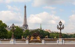 Alexander III brug in Parijs met de Toren van Eiffel Royalty-vrije Stock Foto