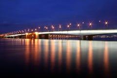 Alexander Nevsky Bridge di notte, St Petersburg, Russia fotografia stock