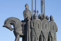 Alexander Nevsky med hans följe Ett fragment av den minnes- striden av isen Pskov region, Ryssland Arkivbilder