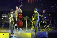 Alexander och Dmitry Brill leksaxofon Arkivfoto