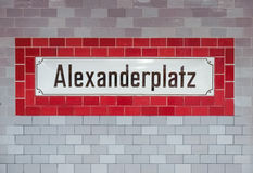 Alexander Platz undertecknar in Berlin Royaltyfria Foton