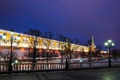 Alexander trädgård av Moscow Kremlin i Wintertime Fotografering för Bildbyråer
