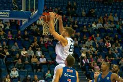 Alexander Vinnik 89 in un gioco di pallacanestro fotografie stock