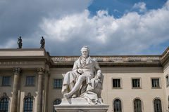 Alexander von Humboldt staty på det Humboldt universitetet i Berlin Fotografering för Bildbyråer