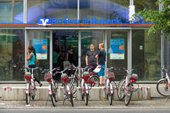 Alexanderplatz的办公室柏林人Volksbank 免版税库存图片