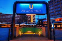 Alexanderplatz στο Βερολίνο, Γερμανία, στο σούρουπο Στοκ Εικόνες