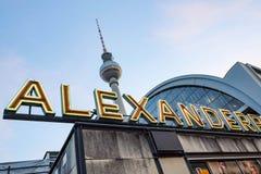 Взгляд от Alexanderplatz к башне ТВ в Берлине Стоковое Фото