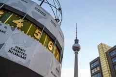 Взгляд от Alexanderplatz к башне ТВ в Берлине Стоковые Изображения