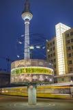 Alexanderplatz bij nacht in Berlijn Stock Afbeelding