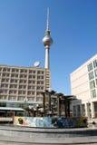 Alexanderplatz et Fernsehturm à Berlin, Allemagne Image stock