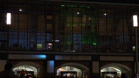 Alexanderplatzstation en Berliner TV-Toren stock video