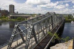 Alexandra-Brücke in Ottawa, Kanada Stockfotos